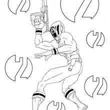 Um ranger com sua arma a laser