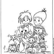 Criança no meio de gatos