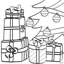 Desenho de presentes sob a árvore de Natal enfeitada para colorir
