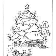 Desenho de crianças abrindo seus presentes para colorir