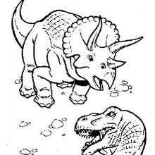 Tricerátopo brigando com um tiranossauro