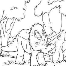 Desenho de um Tricerátopo na floresta para colorir