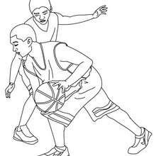 Desenho de uma defesa de basquete, um contra um  para colorir