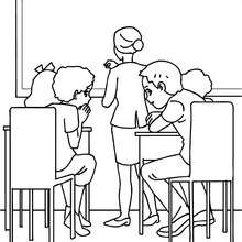 Desenho de alunos cochichando na sala de aula para colorir