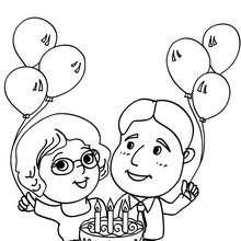 Desenho de presentes e de um bolo de aniversário para colorir
