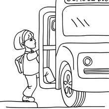 Desenho de um aluno pegando o ônibus escolar para colorir
