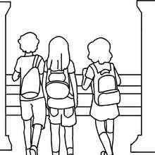 Desenho de alunos indo para a escola  para colorir