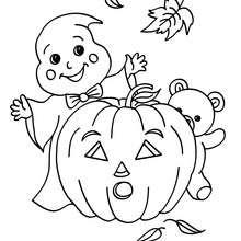 Desenho de um fantasma com seus amigos do Dia das Bruxas para colorir