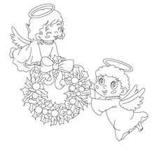 Desenho de anjos voando com uma coroa de Natal para colorir