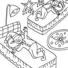 Desenho dos Duendes do Papai Noel dormindo para colorir