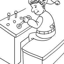 Desenho de Duendes jutando os itens de um videogame na fábrica do Papai Noel para colorir