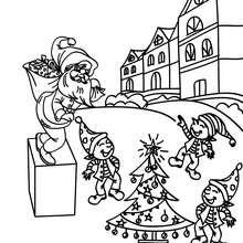 Desenho de Duendes brincando no jardim da cidade do Papai Noel para colorir