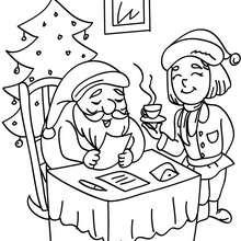 Desenho do Papai Noel lendo uma carta para colorir