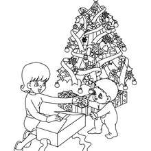 Desenho de um bebê com sua mãe no Natal para colorir