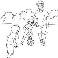 Desenho de um pai jogando futebol para colorir