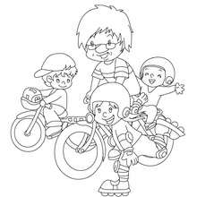 Papai ensinando suas crianças a andar de bicicleta