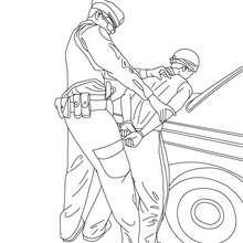 Desenho de um policial prendendo um ladrão para colorir
