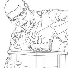 Desenho para colorir de um Carpinteiro fazendo uma cadeira