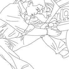 Desenho de um mecânico concertando um motor de caminhão para colorir