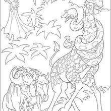 A girafa e a cobra sendo atacadas