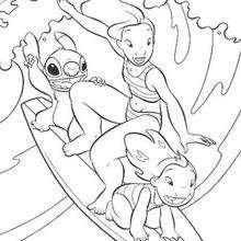 Lilo e Stitch surfando