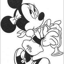 Minnie se refrescando com uma bebida