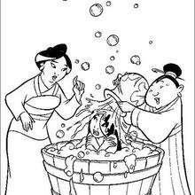 Mulan tomando um banho