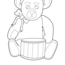Teddy com um tambor