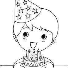 bolo, Desenho de um menino assoprando suas velas de aniversário para colorir