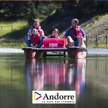 Barcos do pedal em lagos de Andorra