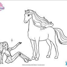 Barbie sentou ao lado de seu cavalo